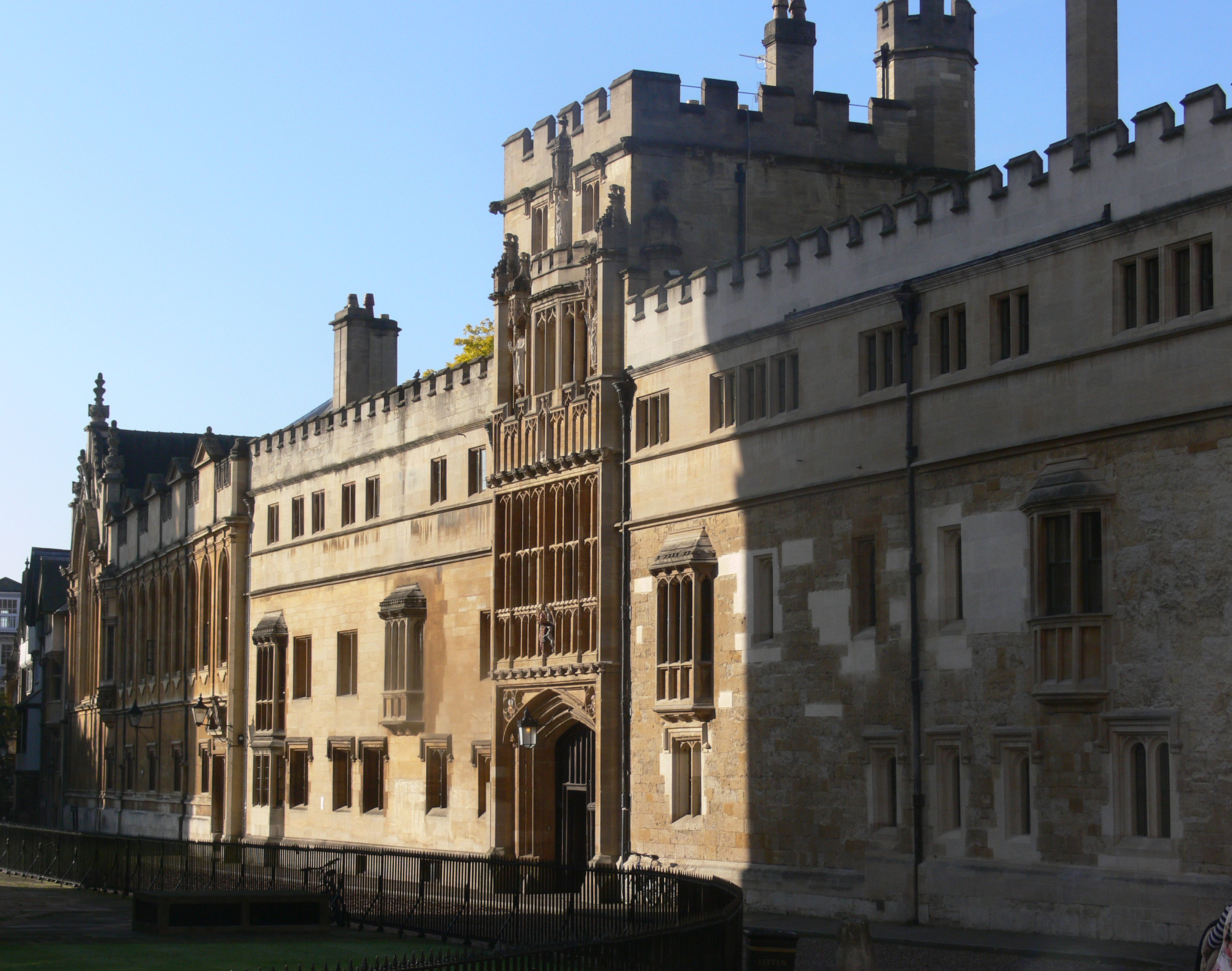 """Guardian article attacks Cameron's College, but does """"disservice"""" to state school applicants"""