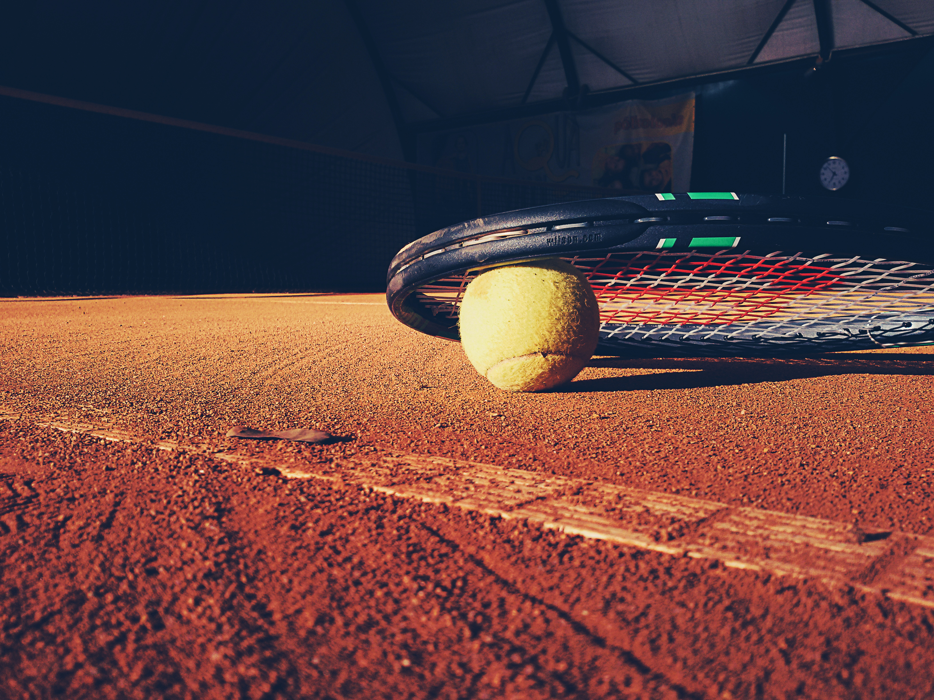 Tennis, or the art of losing