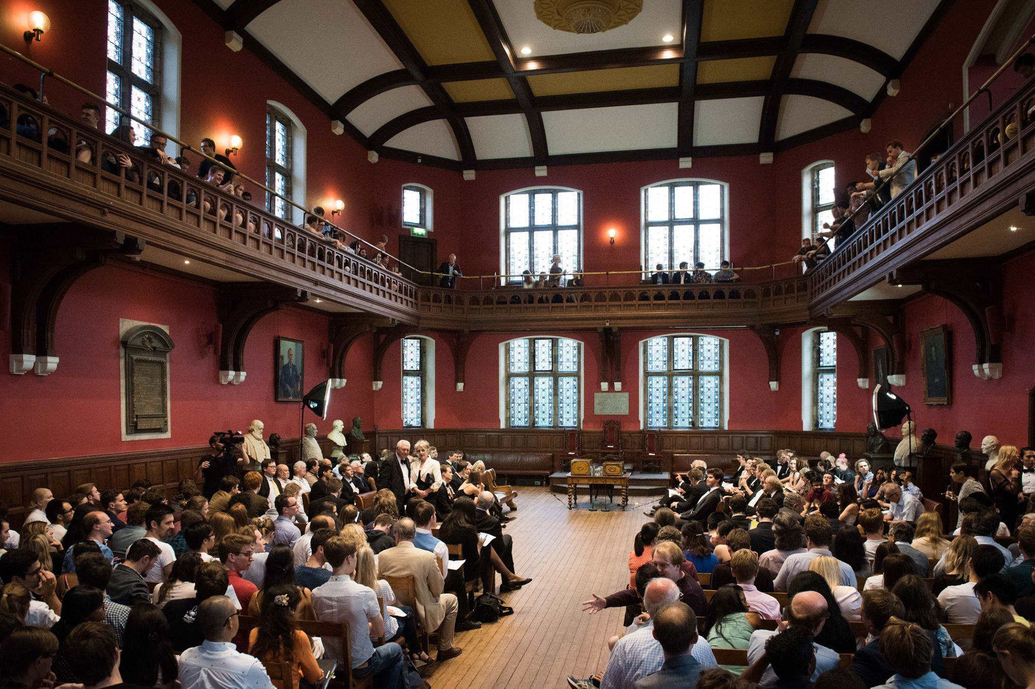 """Oxford Union votes in favour of """"No Confidence in Her Majesty's Government"""" motion"""