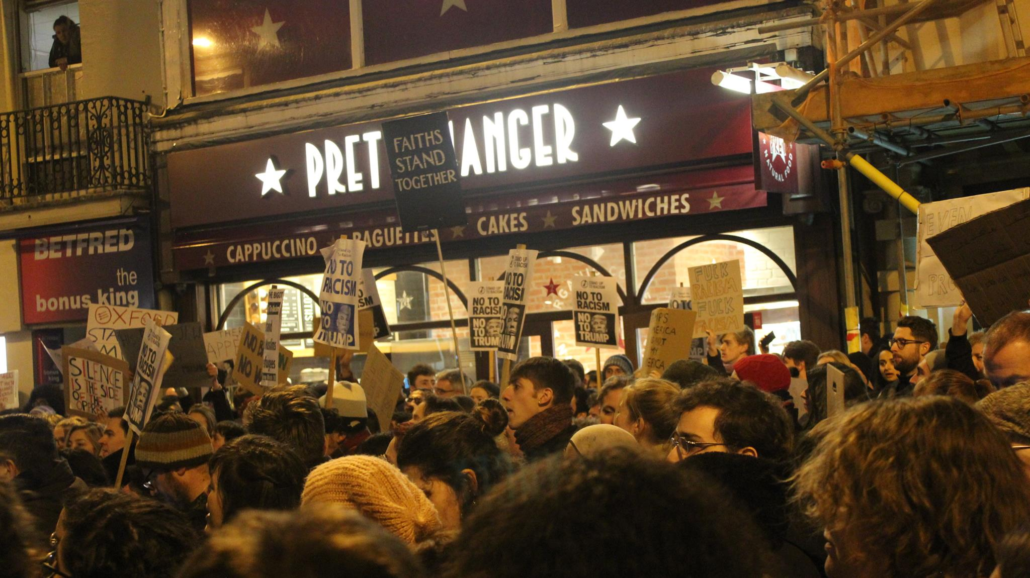 Oxford stands with Muslims: protest on Cornmarket targets travel ban