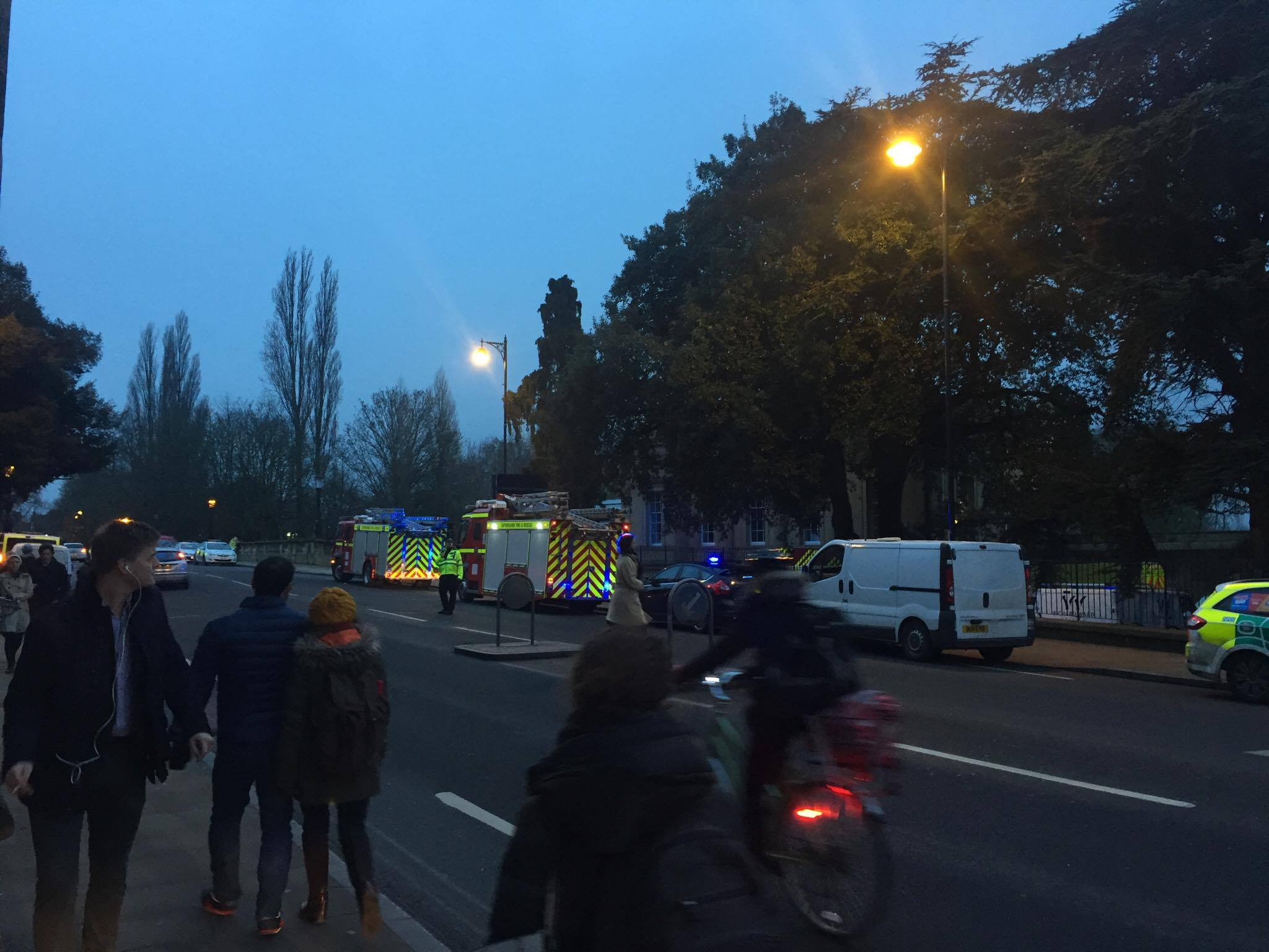 Cyclist dies after falling from Magdalen Bridge in River Cherwell