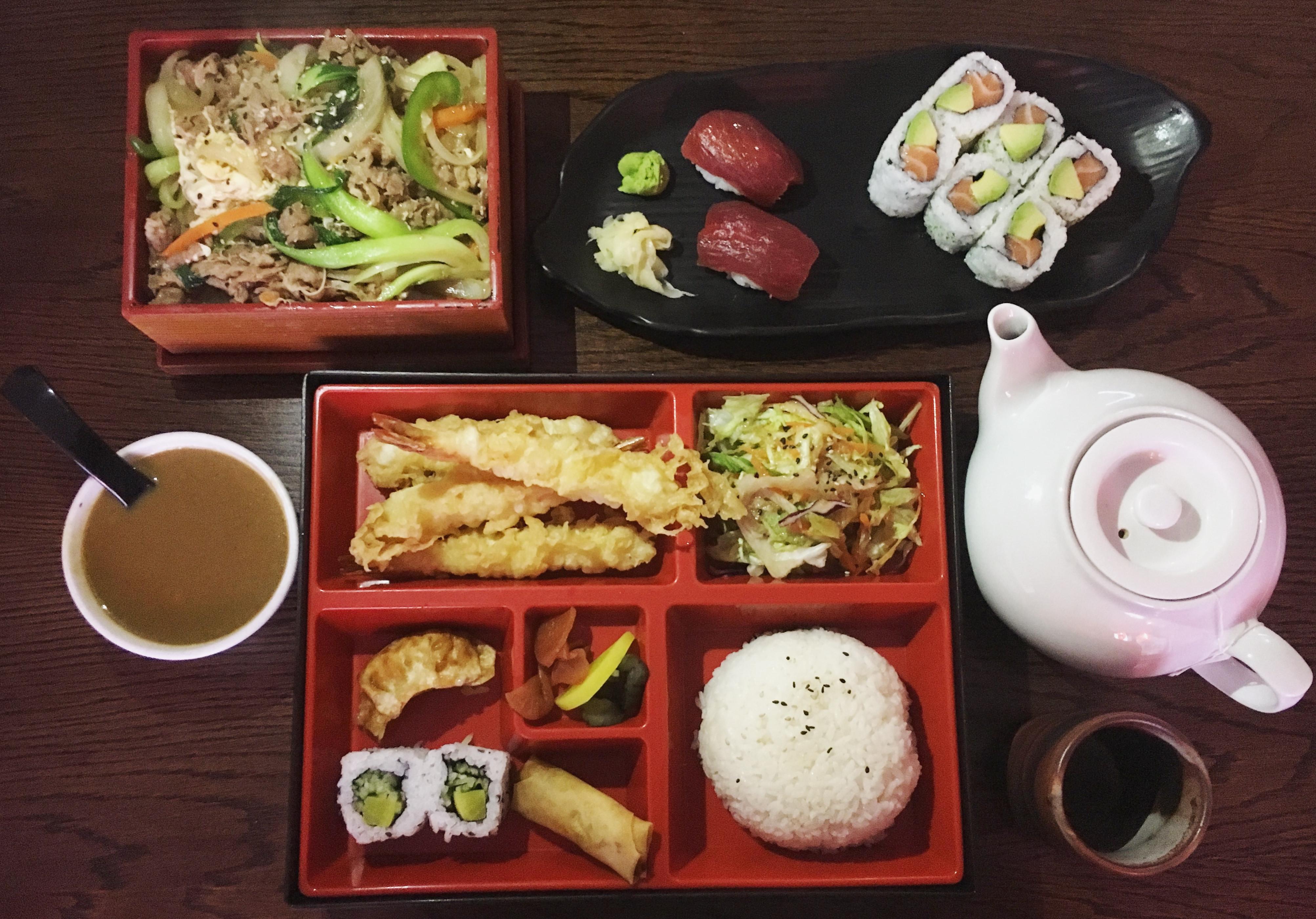 Sushi Corner: Sushi just around the corner