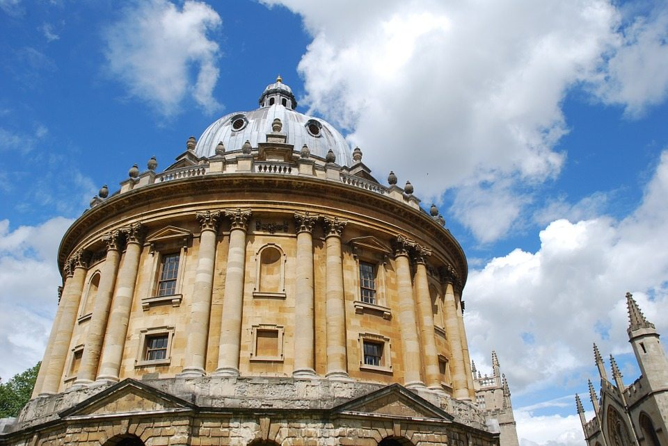 Gender pay gap persists at Oxford University, new report says