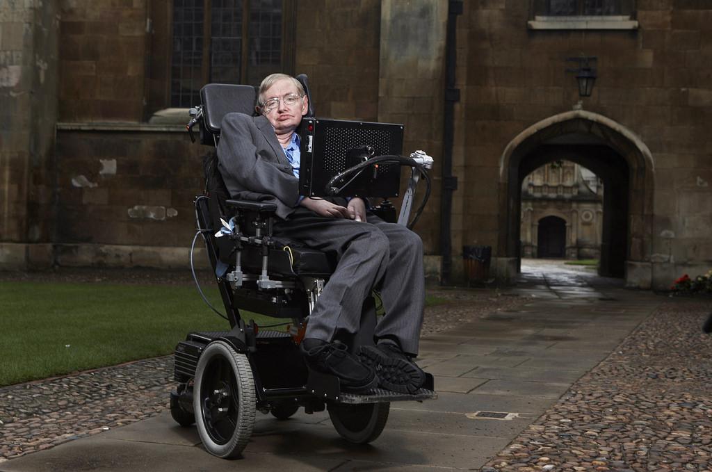 Public flock to Stephen Hawking's funeral