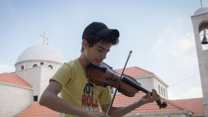 Syrian refugee given Oxford violin to feature in new film