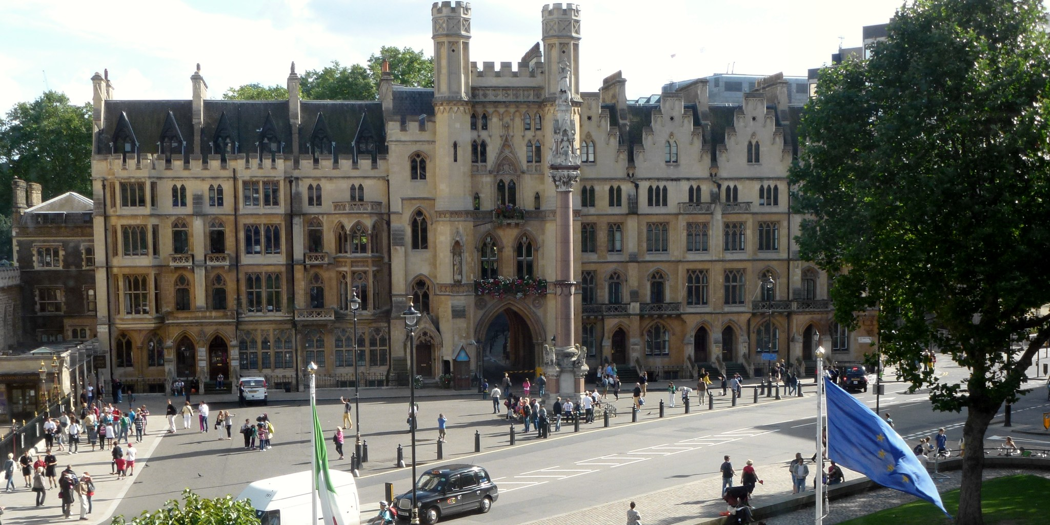 The Westminster School, London, averages 70-80 Oxbridge places for its students per year.