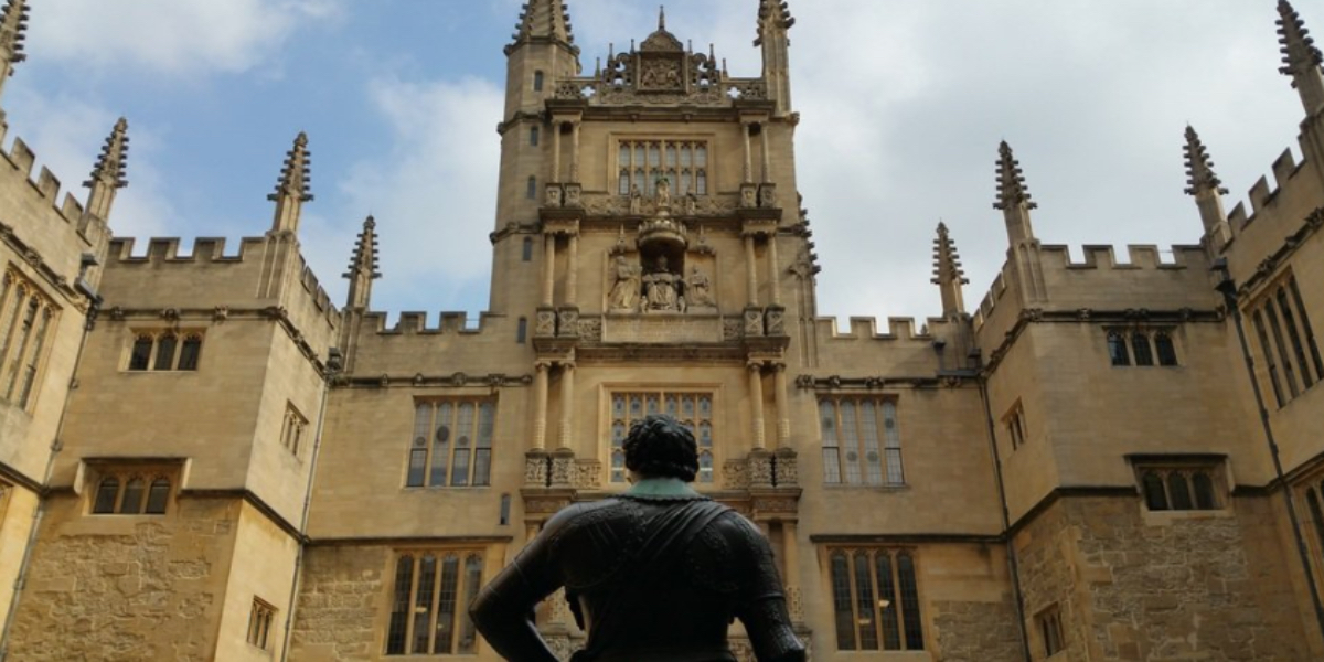 Statue facing Bodleian